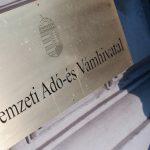 A magyarok nem értenek egyet a kormány adópolitikájával