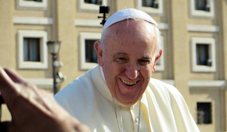 """""""A szegényeknek nem csordul le semmi"""" – Ferenc pápa és a felszabadítási teológia"""