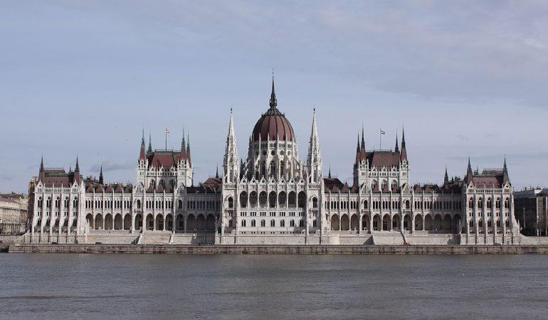 Magyar belpolitika 2020 – út az országgyűlési választások felé