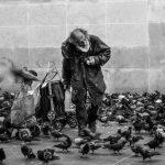 """""""Belenézni a sötét mélybe"""" – az utcai hajléktalanságról"""
