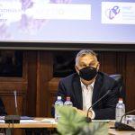 Egy éve a járványban: koronavírus és válságkezelés