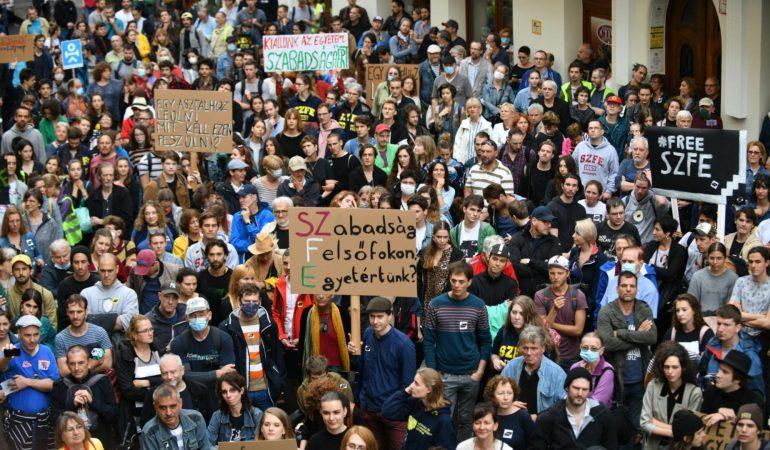 Az aktivizmus alakváltozása és alakváltozatai Orbán Magyarországán