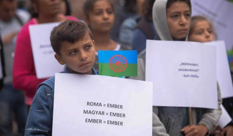 A romák rasszizálása és rasszista elnyomása
